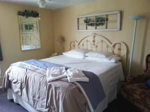 upstairs king suite